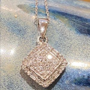 Jewelry - Elegant 💎.54cttw💎 Diamond 10K WG Pendant & Chain